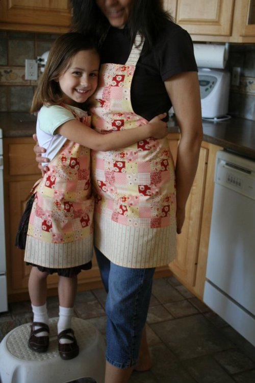 Excellent mommy and me kitchen apron set 500 x 750 · 75 kB · jpeg